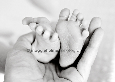 Feet_horizontal_bw_web